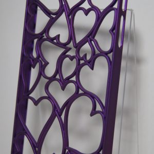 Защитный пластиковый матовый фиолетовый чехол с сердечками для Iphone 4