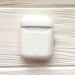 Белый матовый силиконовый чехол Soft Touch для Apple Airpods (White)